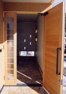 田上本町の家玄関2