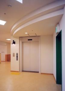 駅南あずさ病院エレベーターホール